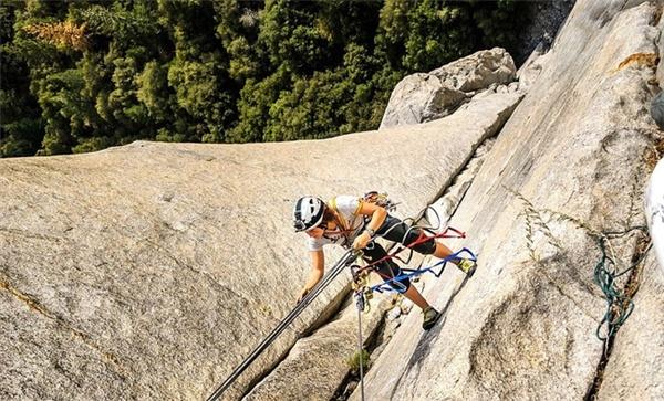 Thót tim với thú vui mới của các tay leo núi mạo hiểm