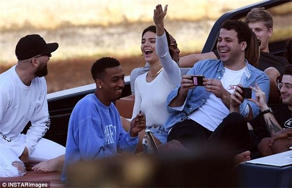  Kendall có chuyến đi chơi khá vui vẻ.