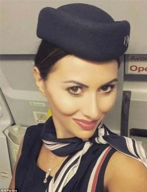 Và đây là nhan sắc của tiếp viên hàng không Hi Lạp.