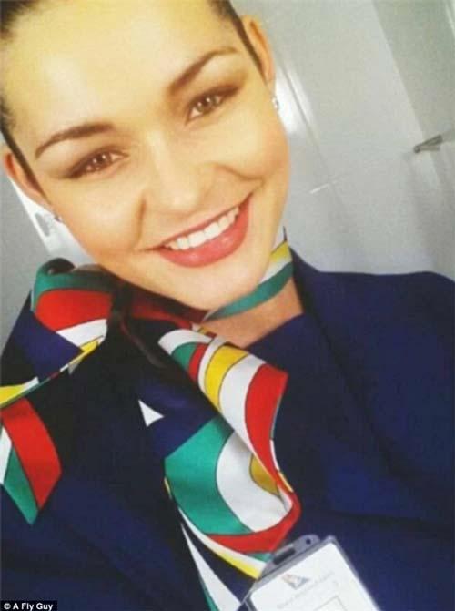 Nụ cười tỏa nắng của nữ tiếp hàng không Nam Phi.