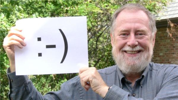 Scott Fahlman với emoji đầu tiên sử dụng các kí tự để biểu lộ cảm xúc. (Ảnh: internet)