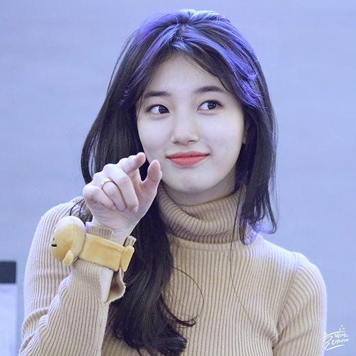 Cô gái xinh đẹp luôn nở nụ cười vớicác fan hâm mộ.