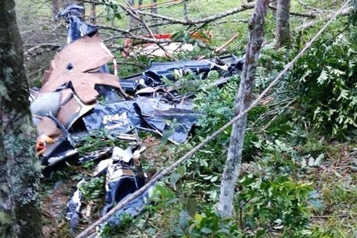 Xác trực thăng được tìm thấytại địa phận cách lễ đường chỉhơn 1,6km. Nguyên nhân được cho làdo mưa lớn và sương mù đã khiến tầm nhìn bị hạn chế, khiến trực thăng đâm vào một cái cây.