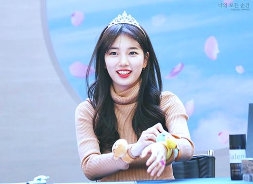 Suzy xinh đẹp như một nàng công chúa.