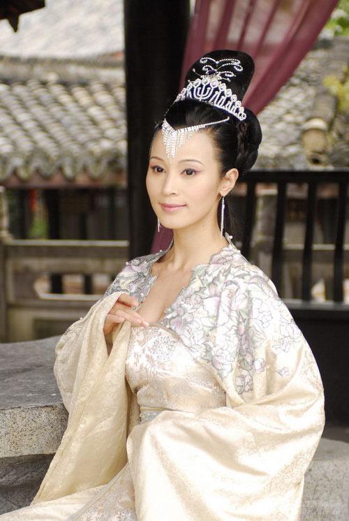 Dù đóng nhiều vai diễn bi tình, nhưng Thái Tiểu Quần vẫn thua xa Chu Lâm khi trở thành Tây Lương Nữ Vương.