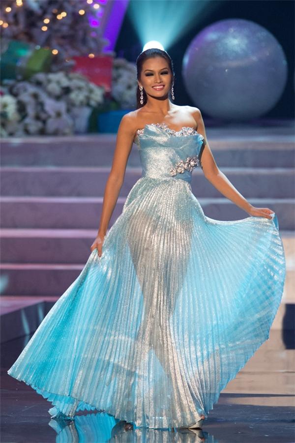 Đặc biệt, một gương mặt được chờ đón nhưng không thấy xuất hiện đó chính là Á hậu Hoàn vũ 2012 người Philippines Janine Tugonon. Trước đó, cô gái này từng tham gia vào một chiến dịch quảng cáo của hãng nội y và được kỳ vọng sẽ trở thành cái tên thứ 5 của châu Á xuất hiện trên sàn diễn danh giá này.