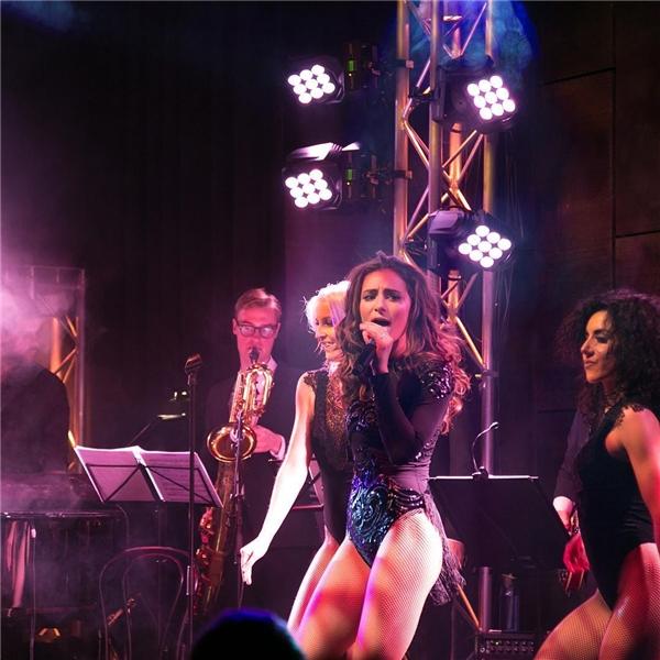 Vào cuối tháng 11 vừa qua, cô nàng vừa tổ chức một buổi biểu diễn riêng khá thành công.