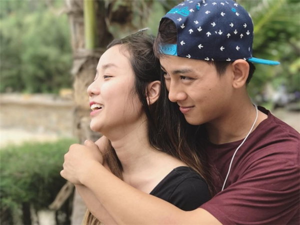 Những hình ảnh tình tứ với bạn gái được Hoài Lâm đăng lên trang cá nhân. - Tin sao Viet - Tin tuc sao Viet - Scandal sao Viet - Tin tuc cua Sao - Tin cua Sao