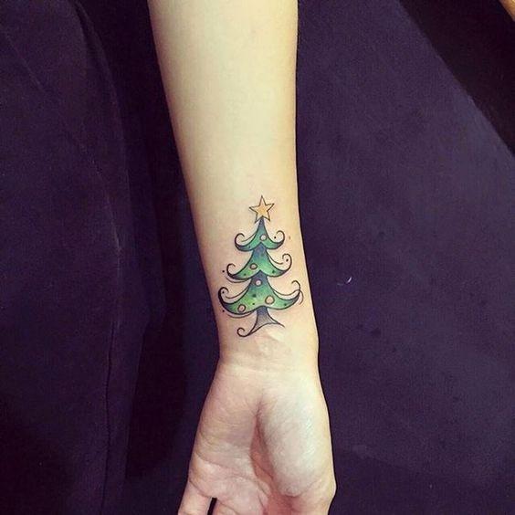 Mùa giáng sinh nhất định không thể thiếu những cây thông nhỏ xinh.
