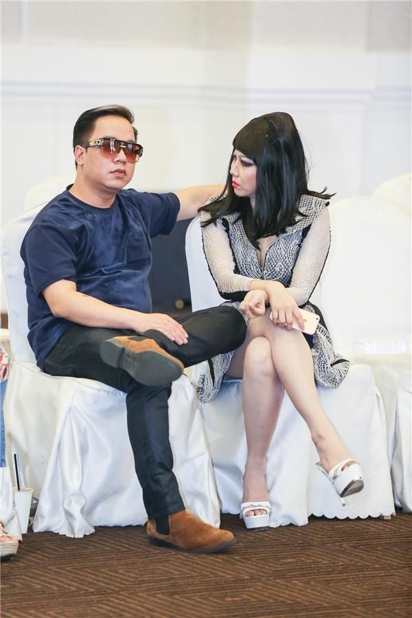 Đặc biệt, MC Tùng Leo dù rất bận các chương trình truyền hình nhưng vẫn nhận lời làm đạo diễn cho show cá nhân của Quỳnh Paris.
