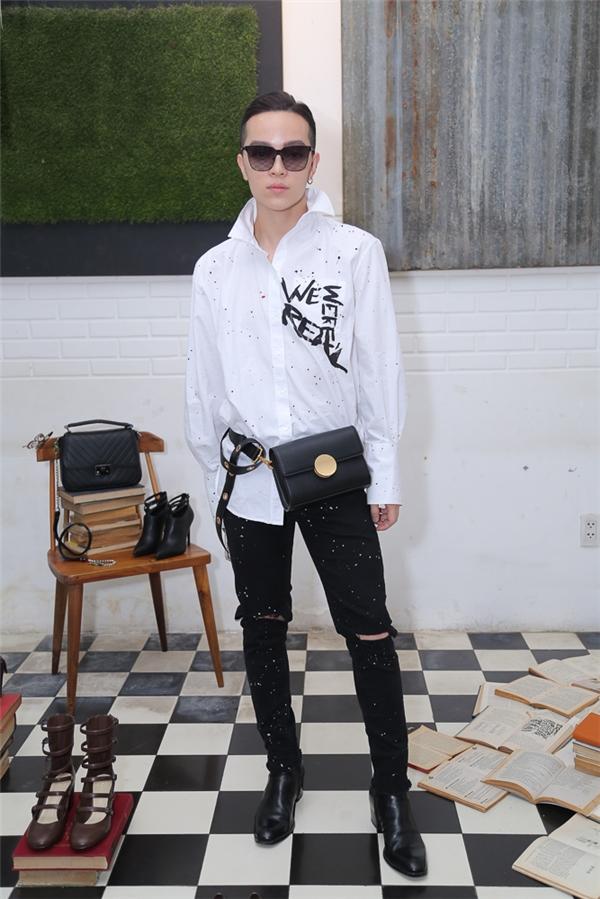 Kelbin Lei luôn nổi bật và gây chú ý bởi phong cách thời trang ấn tượng, thu hút mọi ánh nhìn.