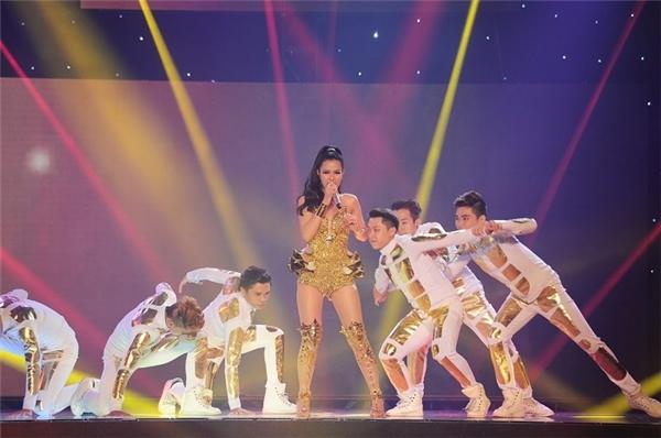 9 năm sau khi thất bại ở Vietnam Idol, cô đoạt giải Quán quân tại The Remix. - Tin sao Viet - Tin tuc sao Viet - Scandal sao Viet - Tin tuc cua Sao - Tin cua Sao