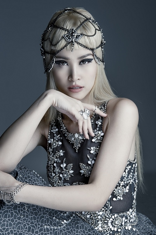 Đông Nhi là nghệ sĩ thứ 3 tại Việt Nam giành được giải thưởng Nghệ sĩ Đông Nam Á xuất sắc nhất tại MTV EMA (European Music Awards) - một trong những giải thưởng âm nhạc có ảnh hưởng lớn nhất thế giới. - Tin sao Viet - Tin tuc sao Viet - Scandal sao Viet - Tin tuc cua Sao - Tin cua Sao