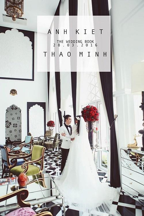 Được biết, Anh Kiệt đã bí mật tổ chức đám cưới với bạn gái lâu năm từ tháng 03/2016. Bà xã của Anh Kiệt tên là Thảo Minh, có gương mặt đáng yêu, xinh xắn. Hôn lễ của cặp đôi được diễn ra trong không khí ấm cúng tại một nhà hàng sang trọng ở TP.HCM. Không gian tiệc cưới được trang trí lộng lẫy và ngập tràn sắc trắng hồng. - Tin sao Viet - Tin tuc sao Viet - Scandal sao Viet - Tin tuc cua Sao - Tin cua Sao