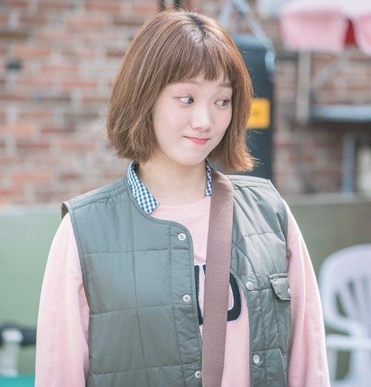 Đi ngược lại với các nữ chính sang chảnh, bánh bèo, kiêu kỳ…., Kim Bok Joo (Lee Sung Kyung) khiến người xem bị mê hoặc bởi tính cách và biểu cảm của mình.