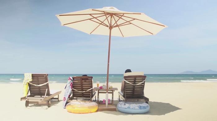"""Cảnh biển Đà Nẵng đẹp ngất ngây trong phim """"YOU & I""""."""