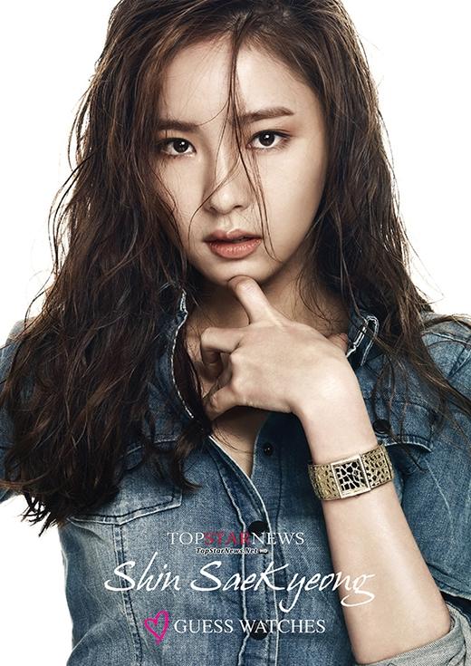 Thần thái sexy của Shin Se Kyung được thể hiện nhiều nhất qua các bức ảnh chụp họa báo của cô.