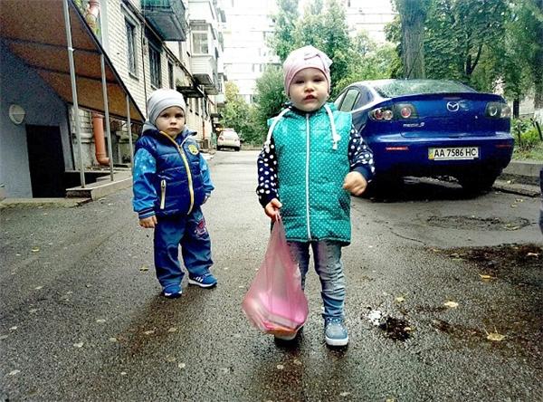 Hình ảnh đáng yêu của Daniil cùng chị gái Anna.