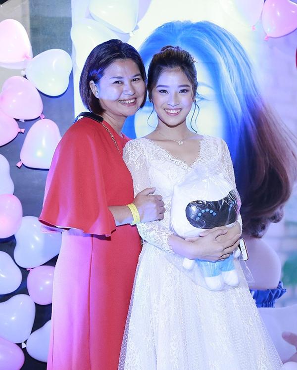 Mẹ Hoàng Yến Chibi bắt con gái mua tặng 3 căn nhà mới cho lấy chồng - Tin sao Viet - Tin tuc sao Viet - Scandal sao Viet - Tin tuc cua Sao - Tin cua Sao