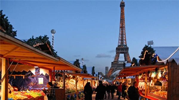 Paris với một Giáng sinh cổ kính đậm chất châu Âu.