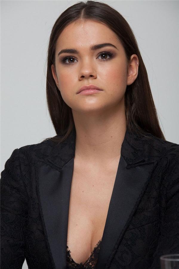 Cô nàng gây sốt vì là bản sao chuẩn của Kendall Jenner & Selena Gomez