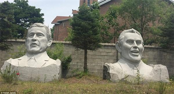 Cựu Tổng thống MỹGeorge Bush (trái)và cựu Thủ tướng AnhTony Blair.(Ảnh: internet)