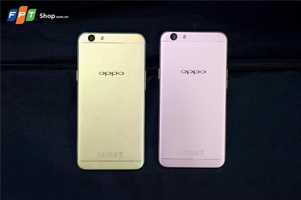 OPPO F1s hiện có 2 phiên bản màu cho bạn lựa chọn: vàng đồng sang trọng và vàng hồng thời thượng với mức giá 5,99 triệu đồng.