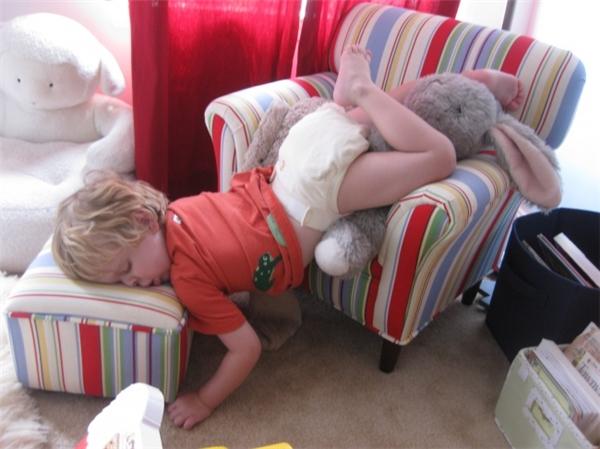 20 khoảnh khắc sập nguồn siêu ngộ nghĩnh của các bé