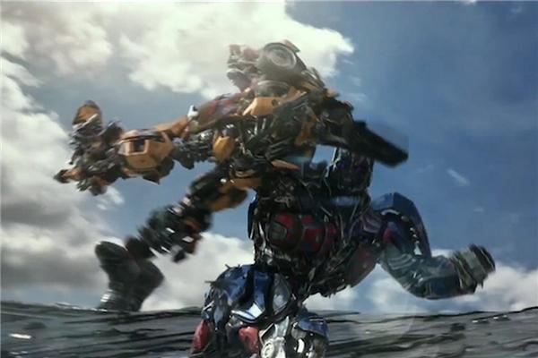 Transformers: The Last Knightchứng kiến sự quay trở lại của đạo diễn Michael Bay