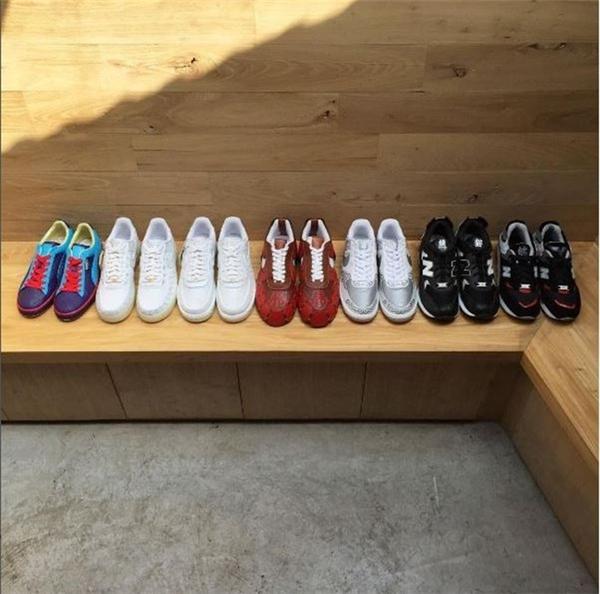 …vừa mang tính high-fashion khi được làm từ những đôi giày thể thao hàng hiệu khá đắt đỏ.