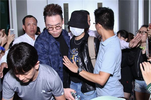 Trước sự chờ đón của đông đảo khán giả Việt trẻ, ê-kípcủa nam ca sĩ đã chọn lối đi riêng.