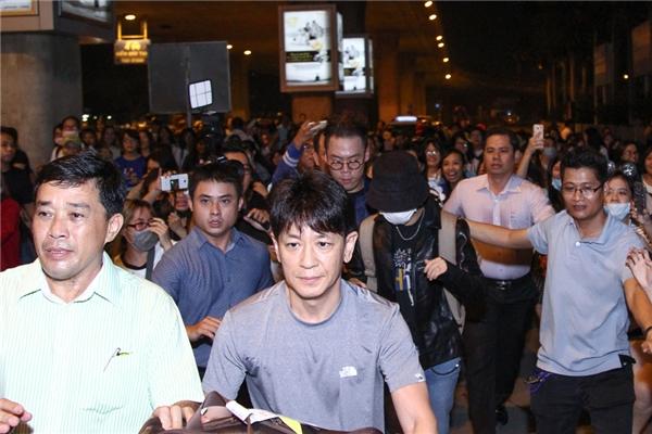 Yesung tự tin khoe mặt mộc khi đến Việt Nam