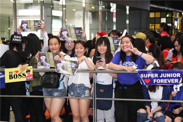 Có những khán giả từ Hà Nội cũng bay vào TP.HCM chỉ để được gặp thần tượng trong chớp nhoáng.