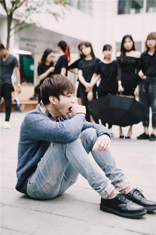 Ánh mắt ám ảnh và day dứt của Soobin Hoàng Sơn trong MV đẫm nước mắt - Tin sao Viet - Tin tuc sao Viet - Scandal sao Viet - Tin tuc cua Sao - Tin cua Sao