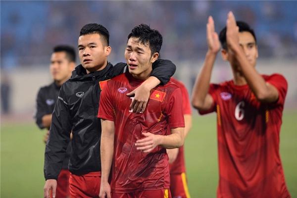 Những giọt nước mắt tiếc nuối của Xuân Trường, một trong những cầu thủ hay nhất của chúng ta ở giải đấu này.