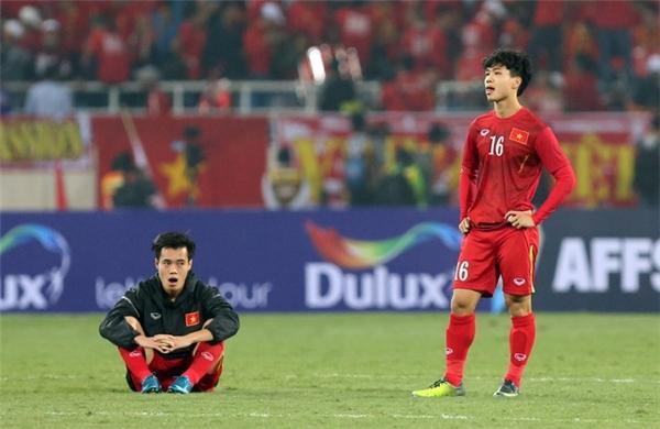 Trận đấu này cũng chính là bài học rất bổ ích cho lớp cầu thủ trẻ như Văn Toàn và Công Phượng.
