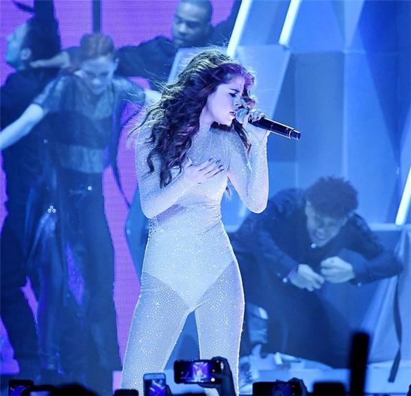 Selena Gomeztrong buổi biểu diễn vào ngày 08/05.