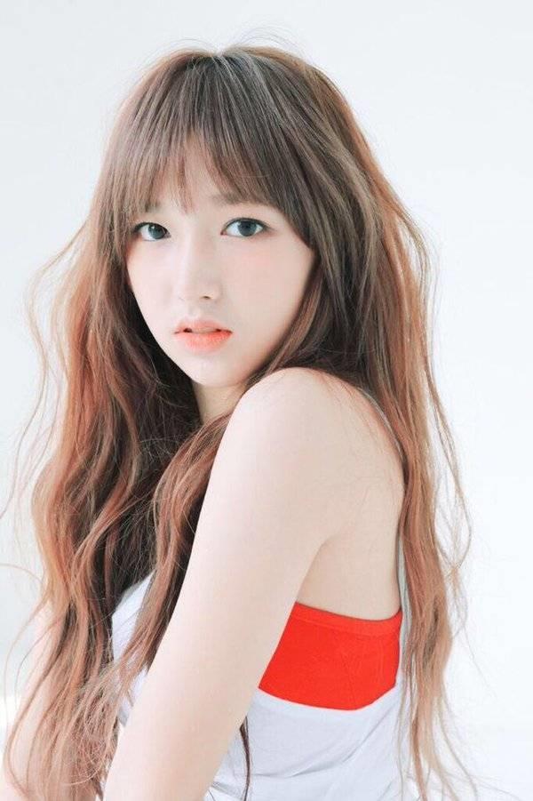 Cheng Xiaothành viên của nhóm nhạc thần tượng Hàn Quốc Cosmic Girls thuộc Starship Entertainment.