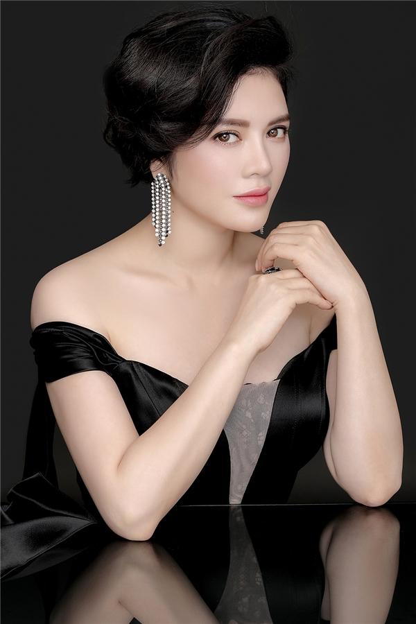 Vẻ đẹp quyền quý của công chúa Lý Nhã Kỳ.