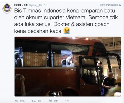 Liên đoàn bóng đá Indonesia (PSSI) cũngxác nhận thông tin xe buýtchở đội nhà bị tấn công trên trang Twitter