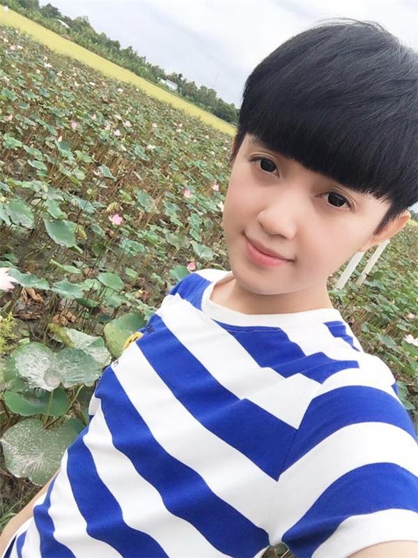 Dù là có tóc dài hay ngắn thì Giang vẫn thu hút người đối diện với vẻ đẹp trong trẻo, đáng yêu.