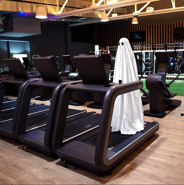 Có là ma cũng phải chăm tập gym nếu muốn giữ được vóc dáng chuẩn.
