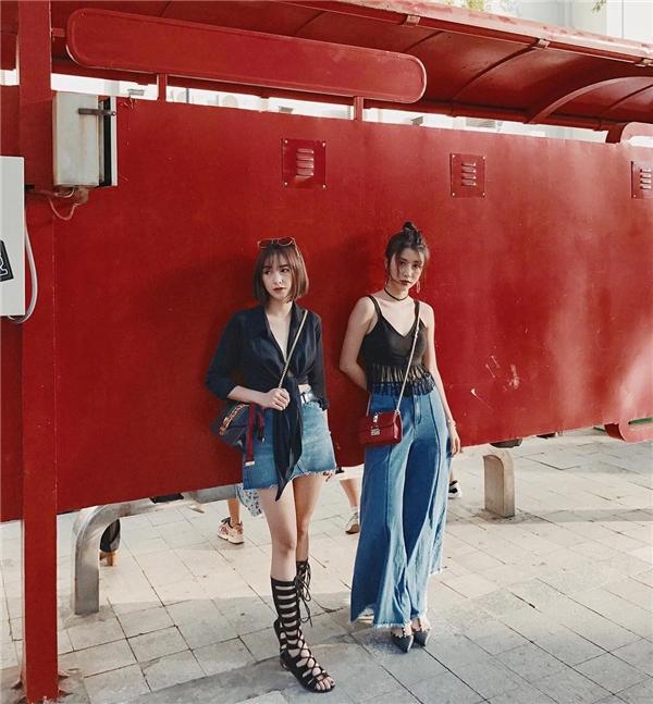 """Những bộ đồ, phụ kiện """"ton-sur-ton"""" được hai cô nàng diện mỗi khi xuất hiện cùng nhau.(Ảnh: Internet)"""