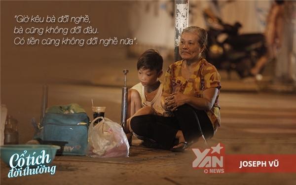Dù công việc nặng nhọc nhưng bà vẫn cần mẫn làm việc mỗi đêm để kiếm thu nhập chăm lo cho cháu.