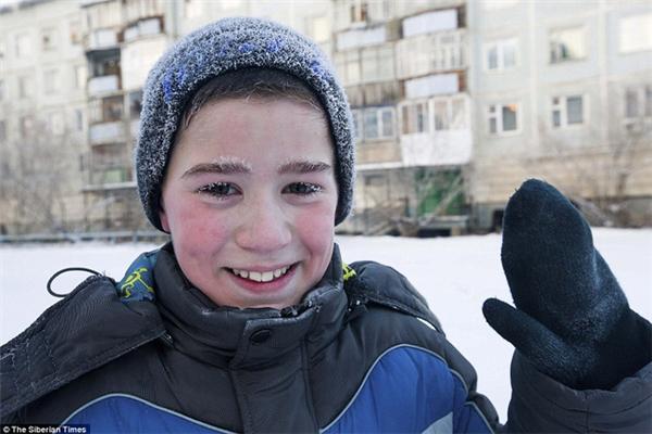 """Những hình ảnh """"đông tuyết"""" của các cô cậu học sinh nơi đây khiến cư dân mạng không khỏi cảm phục."""