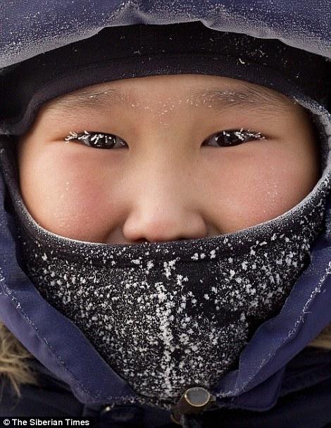 """Nhiều người như """"đóng băng"""" trong thời tiết lạnh giá của mùa Đông."""