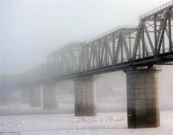 Học sinh tại Nga đóng băng khi tới trường trong nhiệt độ -53 độ C