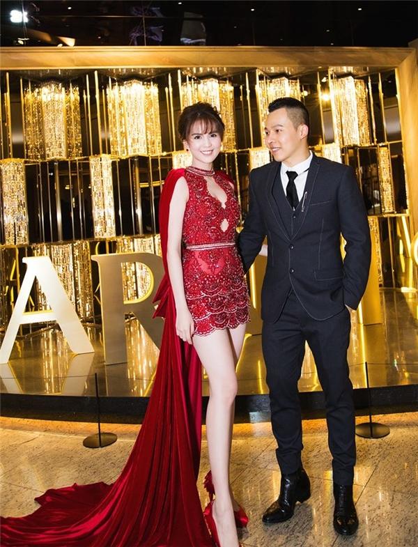 Những chiếc váy đính kết nhìn là hoa mắt của mỹ nhân Việt