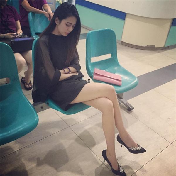 Mới đây, một thiếu nữ bất ngờ trở nên nổi tiếng trên mạng xã hội sau khi một số bức ảnh ngủ gật tại một nhà gacủa cô được phát tán lên một trang diễn đàn Trung Quốc.