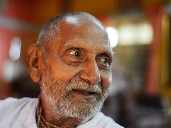 Nhờ thói quen sống tích cực nên ông có vẻ ngoài khá trẻ so với độ tuổi 120 của mình.
